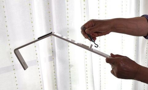 ターンバックルを回して締めつけ、スーパーラックを、壁と天井に圧着します。